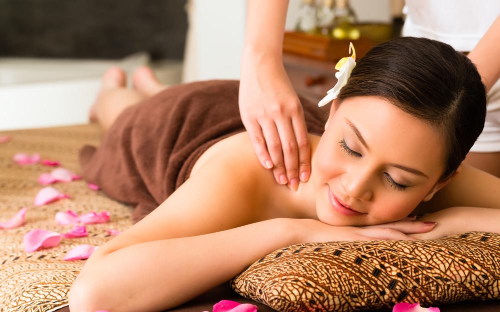 Evacuer le stress avec un massage duo
