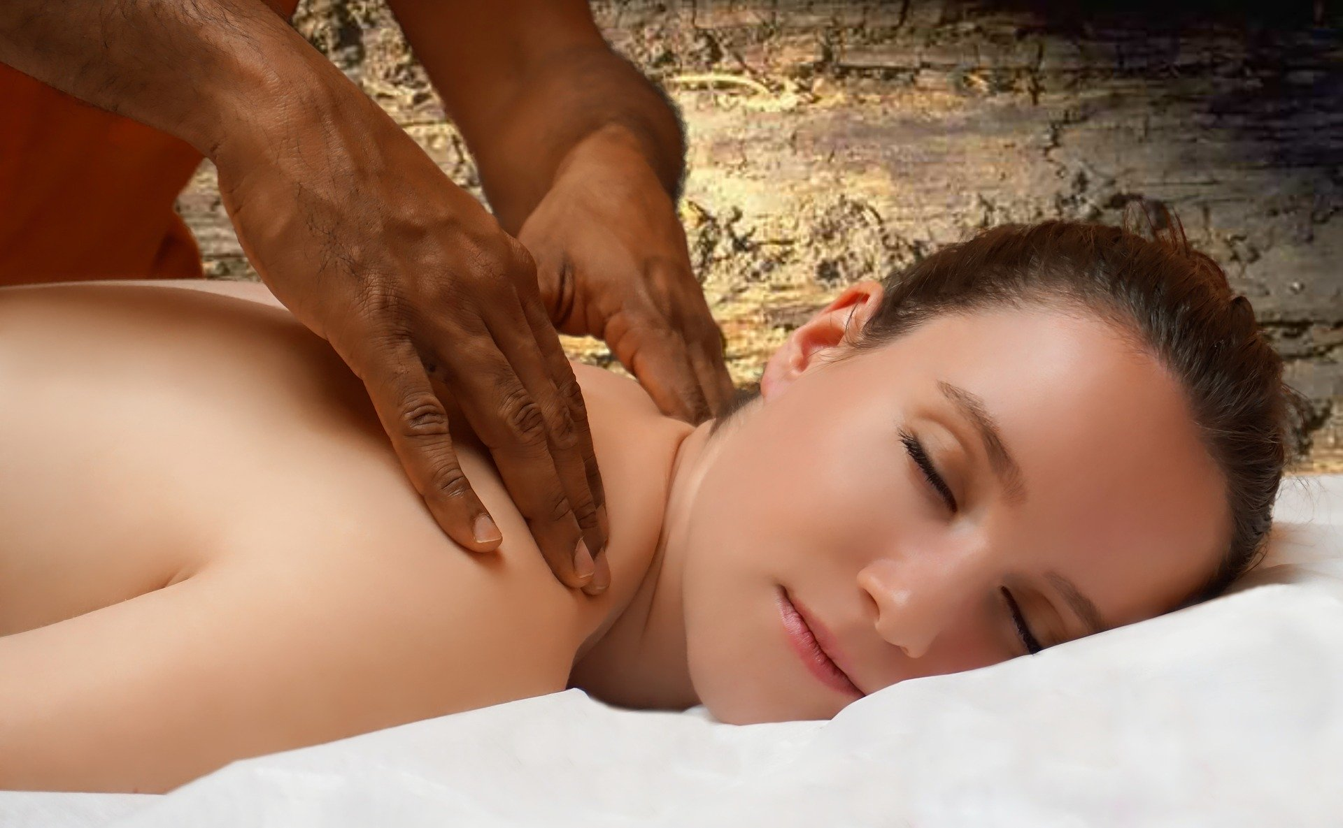 Massage nuru : mode d'emploi et bienfaits