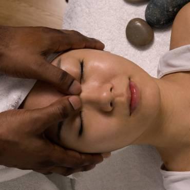 Un massage bien-être naturiste pour vous sentir bien dans votre peau