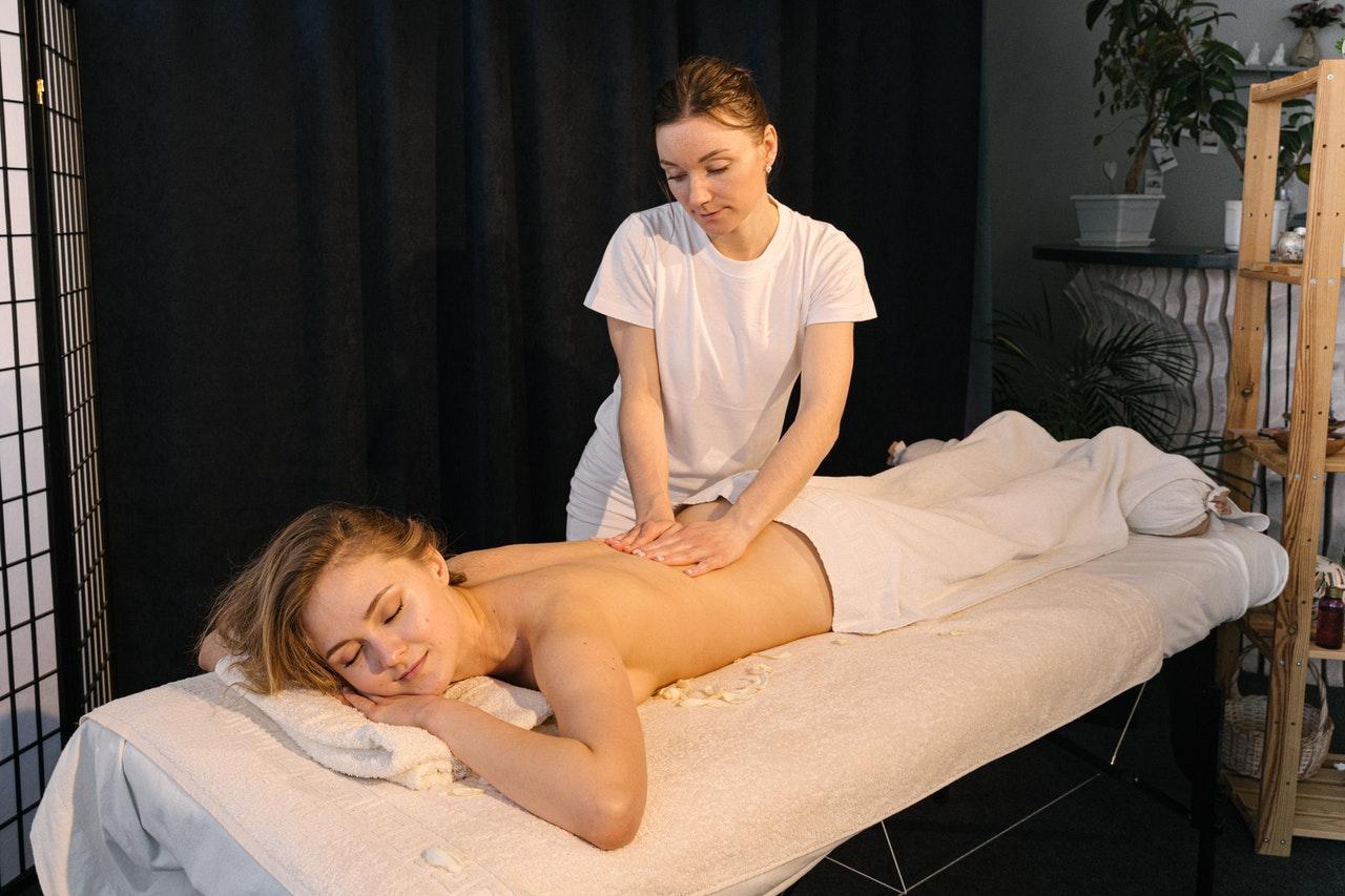 Les bienfaits de l'utilisation des huiles végétales lors d'un massage