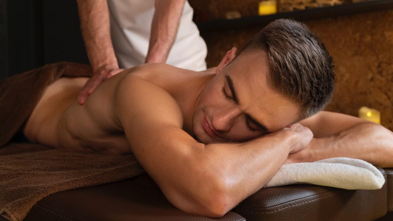 Massage du dos : quels sont les bienfaits et quelles précautions à prendre ?